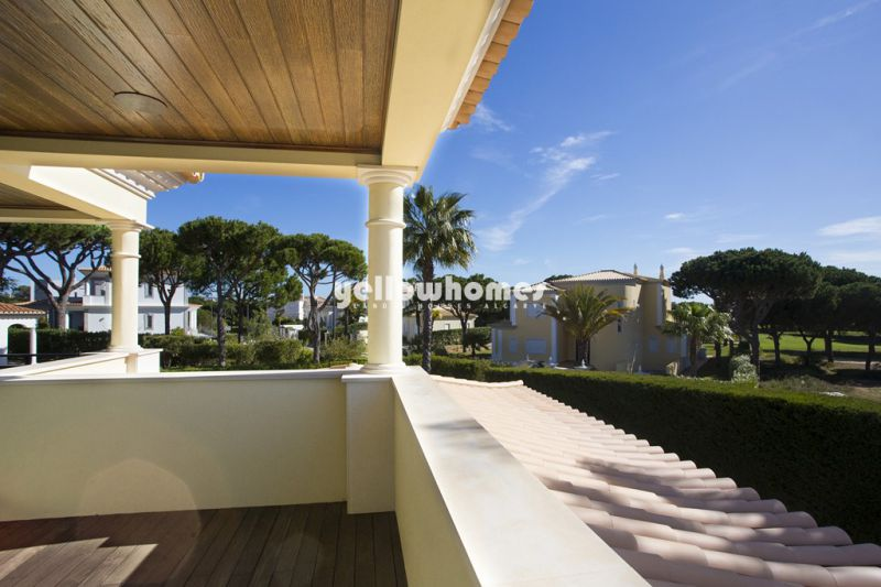 Bright and luxurious Villa in top location close to all amenities Central Algarve